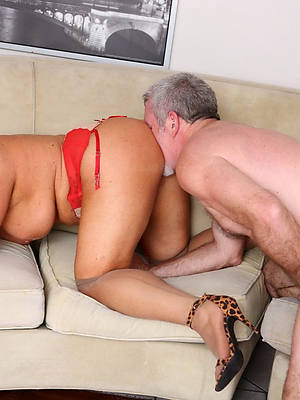eating mature pussy bare pics