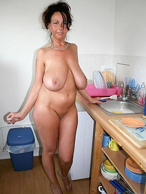 naked amateur mature wife