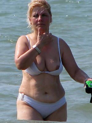 amateur mature bikini beach