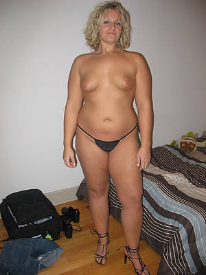 naked pics of mature amature housewives