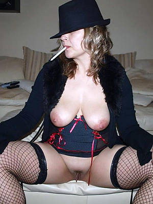 downcast mature pussy porn pix