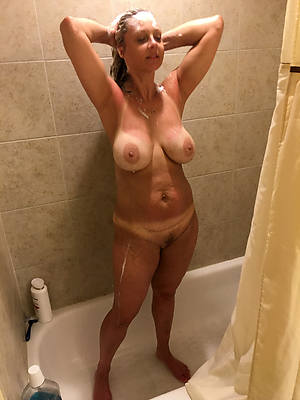 beautiful busty mature shower nude pics