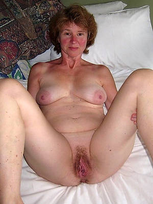 grown-up amateurs naked shows pussy