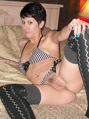 adult brunette milf home pics