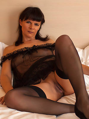 mature wives regarding nylons porno pictures