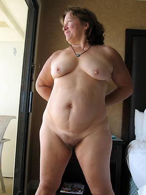 uk matured bbw shows pussy