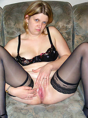 shaved grown up women shows pussy
