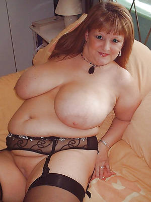 chubby hairy mature women shows pussy