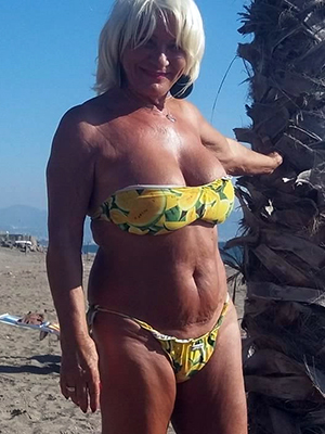 grown-up in bikinis homemade pics
