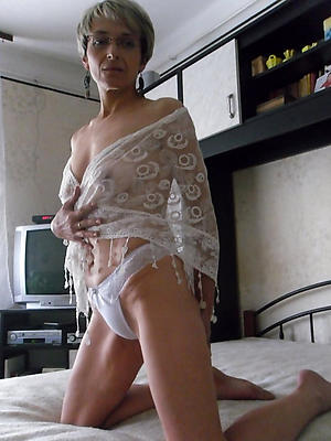 skinny mature wed stripped