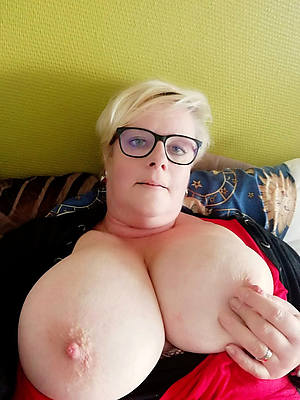 naked mature hot selfies images