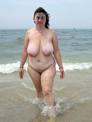 beautiful naked mature women handy beach