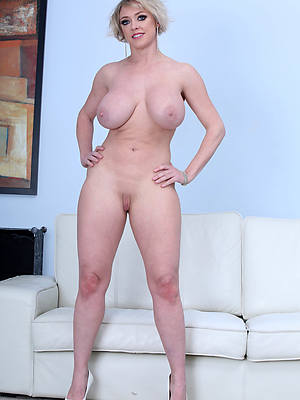 naked pics of horny over 30 grown up women