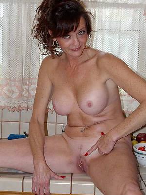 naked pics of 40 genre old brunette