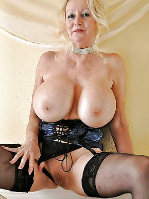 hot mature models displaying her pussy