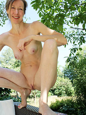 elegant sexy half-starved mature women pics