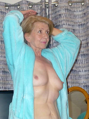 beautiful hot mature grandma displaying their way pussy