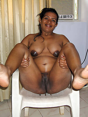 indian mature naked displaying her pussy