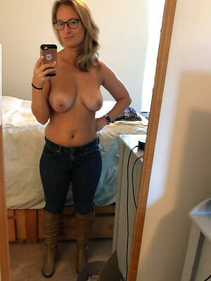 dirty mature women selfshot nude pics