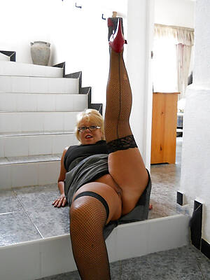 mini grown-up pussy in nylons