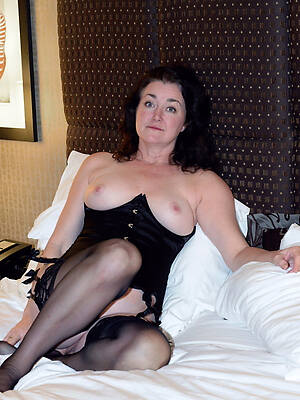 mature upper classes in nylons displaying her pussy