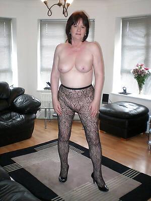 amateur matured ladies apropos nylons pics