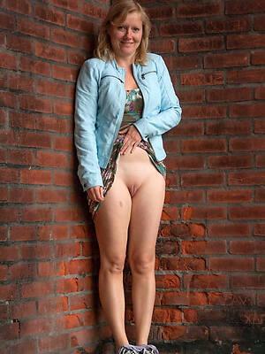 naked pics be advantageous to glum full-grown dabbler moms