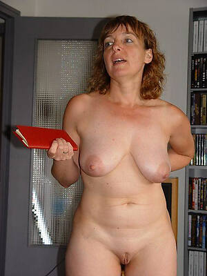 adult housewives uk displaying her pussy