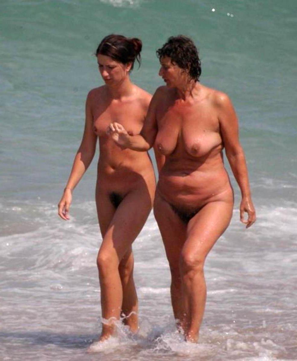 Обнаженные Мамы На Пляже